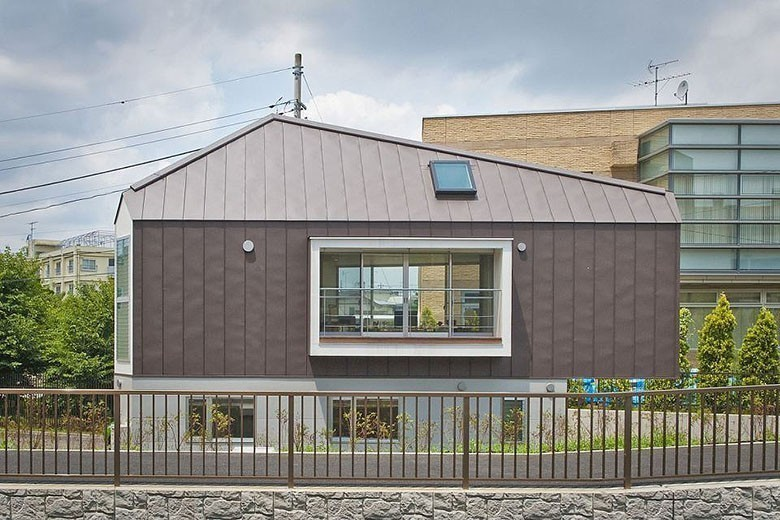 mizuishi-house-in-horinouchi-exterior3-via-smallhousebliss