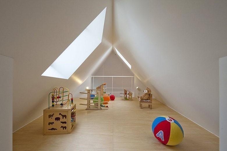 mizuishi-house-in-horinouchi-loft2-via-smallhousebliss