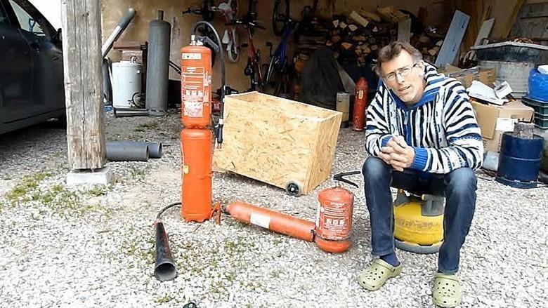 Il explique comment construire son olienne et outils d 39 autonomie - Fabriquer son eolienne ...