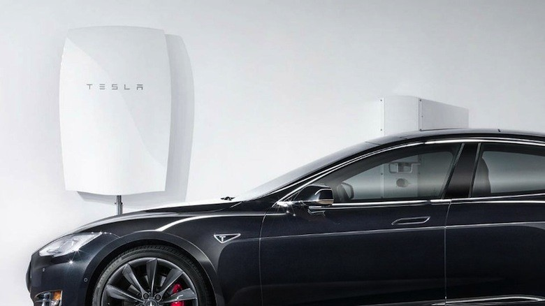tesla lance la batterie domestique pour une autonomie lectrique. Black Bedroom Furniture Sets. Home Design Ideas