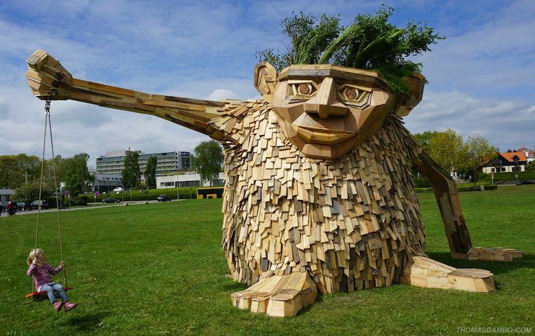 Il crée d'immenses personnages à partir de matériaux récupérés ! 11053499_907035809361177_7886880784223621961_o-1