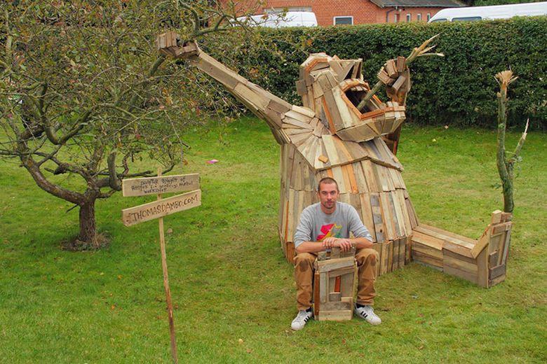 Il crée d'immenses personnages à partir de matériaux récupérés ! I-create-giant-sculptures-from-scrap-wood-1__880
