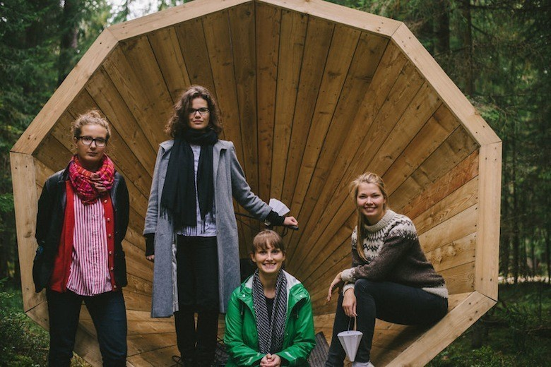 Estonian-students-build-amazing-unplugged-walk-in-megaphones-in-the-middle-of-nowhere1__880