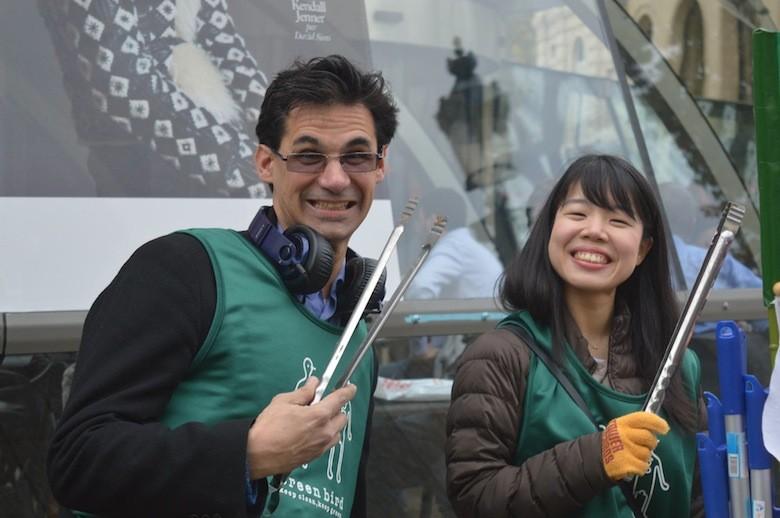 une asso japonaise nettoie les rues de Paris 12186761_1087185917972913_8481219205612664302_o