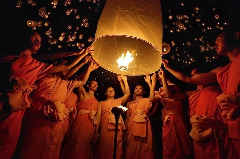 yi-peng-lantern-festival-chiang-mai-3