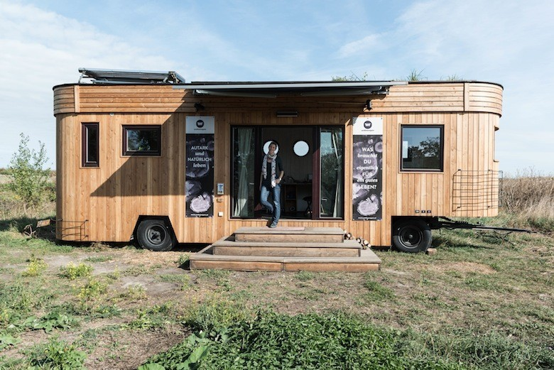 voici wohnwagon la micro maison autrichienne autosuffisante. Black Bedroom Furniture Sets. Home Design Ideas