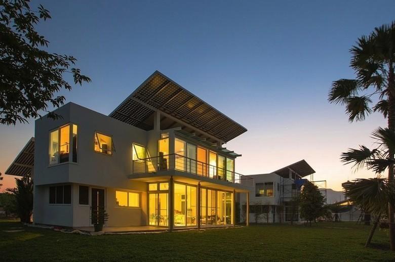 voici la premi re maison solaire hydrog ne 100 autosuffisante. Black Bedroom Furniture Sets. Home Design Ideas