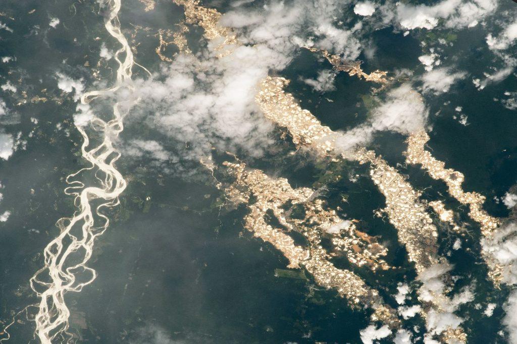 Pérou : la ruée vers l'or à l'origine de ravages considérables sur l'Amazonie
